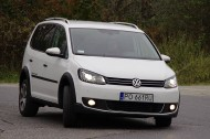 Volkswagen Cross Touran z przodu